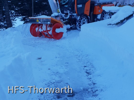 Nach einer rechten Steigung bis ins Baselgia hoch auch da ca. 1 meter Schnee + Verwehungen